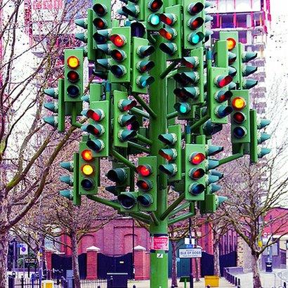 Zanimljivosti o saobraćaju Semafor_spomenik